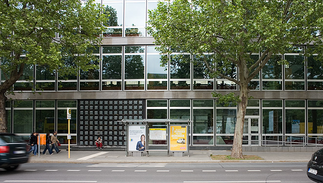 Alustahl_Stadtbibliothek_Montage_Fenster_Tueren2